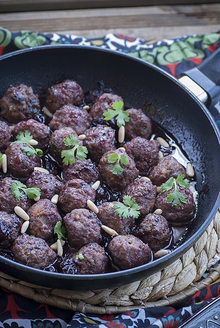 Kebab b'il karaz_sartén