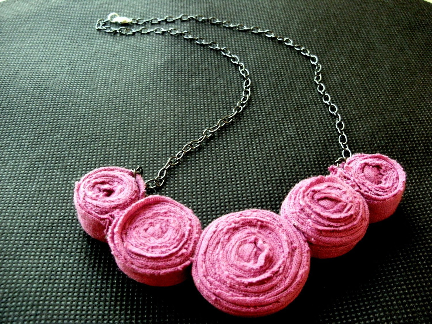 The Heather on the Hills - Dainty Rosette Necklace (FREE SHIPPING)