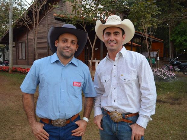 Breno Rocha (esquerda) e Ricardo Larroyed (direita) foram liberados do hospital e passam bem (Foto: Adriano Oliveira/G1)