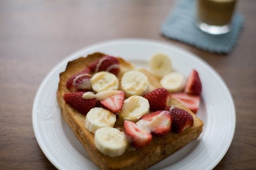tweexcore: I'm a big fan of peanut butter & bananas/apples & honey sandwiches and this looks like a perfect new combination to try!