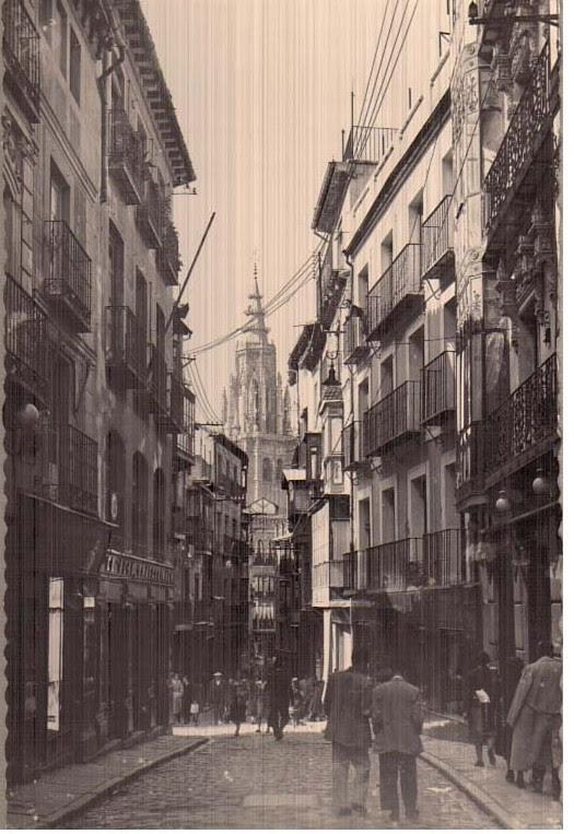 Calle ancha a mediados del siglo XX