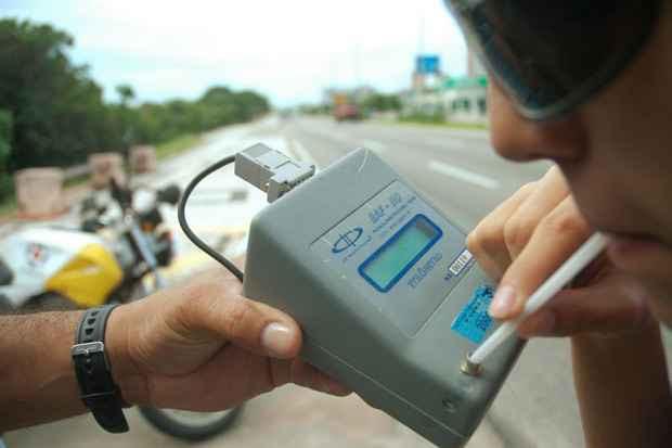 Resolução determina que o teste do bafômetro deve ser a prioridade dos fiscais. Foto: Fábio Cortez/DN/D.A Press/Arquivo