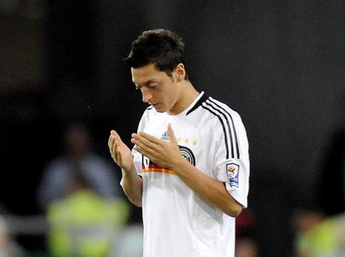 Mesut Ozil Biography: Religion, Girlfriend, and Parents