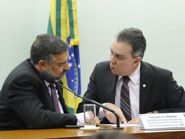 Deputados Paulo Pimenta (esq.) e Ricardo Teobaldo, durante sessão da Comissão de Orçamento nesta quarta-feira (Foto: Luis Macedo/Câmara dos Deputados)