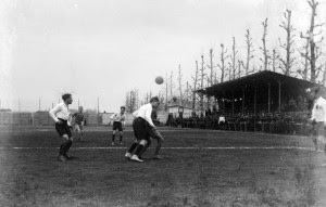 Modena-Jucunditas 2-0 (1-0), Modena, Campo dell'ex Velodromo – Piazza d'Armi, 11 aprile 1915. Respinta della difesa carpigiana.