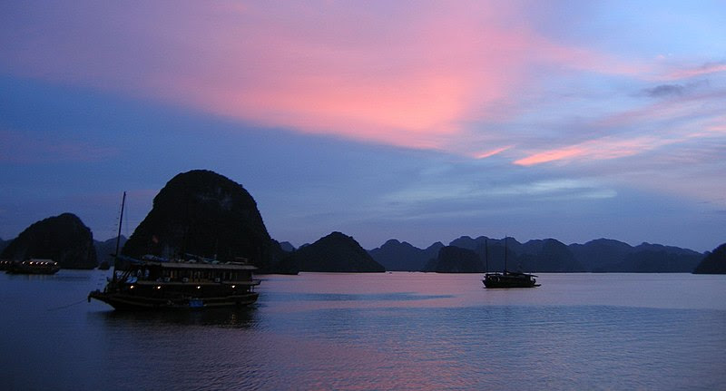 File:Ha Long sunset.jpg