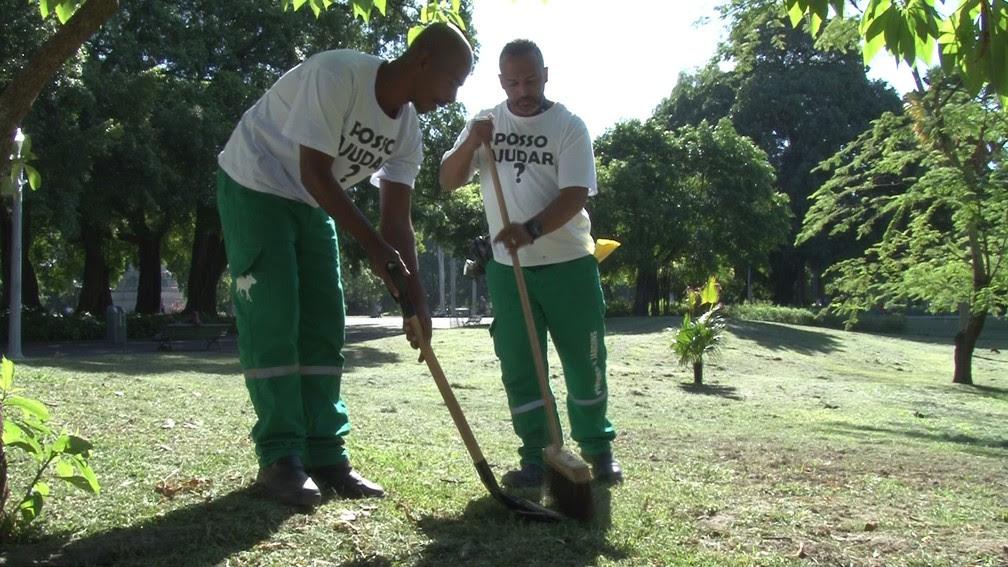 Internos trabalham no Campo de Santana, Centro do Rio (Foto: Jorge Soares/ G1)