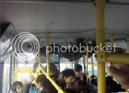 strangepeopleintrain9 [Gambar Pelik] Orang Pelik Dalam Kereta Api