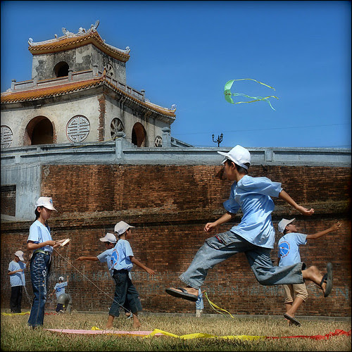 Go fly a kid… :) por NaPix -- Hmong Life