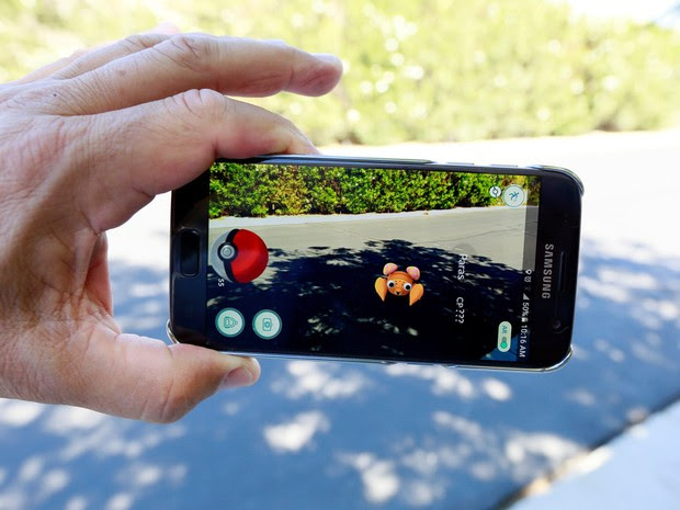 O jogo de realidade aumentada 'Pokemon Go' é visto na tela de um smartphone em foto ilustrativa tirada em Palm Springs, na Califórnia, EUA (Foto: Sam Mircovich/Reuters)