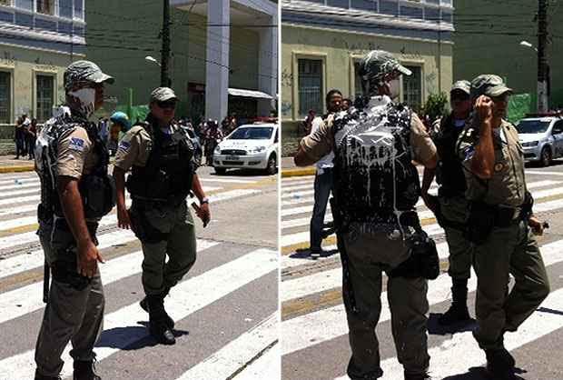 Rosto e roupa do policial militar ficaram manchados pela tinta jogada pelos manifestantes. Foto: Rosália Vasconcelos/DP/D.A Press