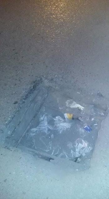 حفرة بنفق الزهراء فى أسيوط تهدد سلامة قائدى السيارات (4)