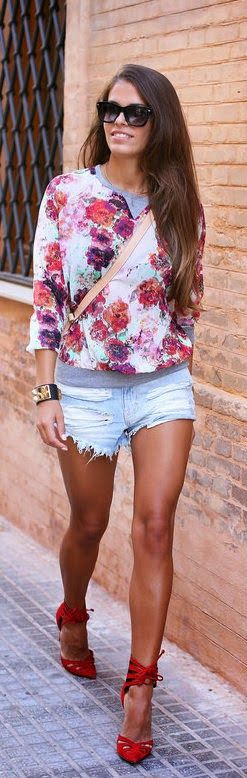 Daily New Fashion : RED HEELS & FLOWERED TOP