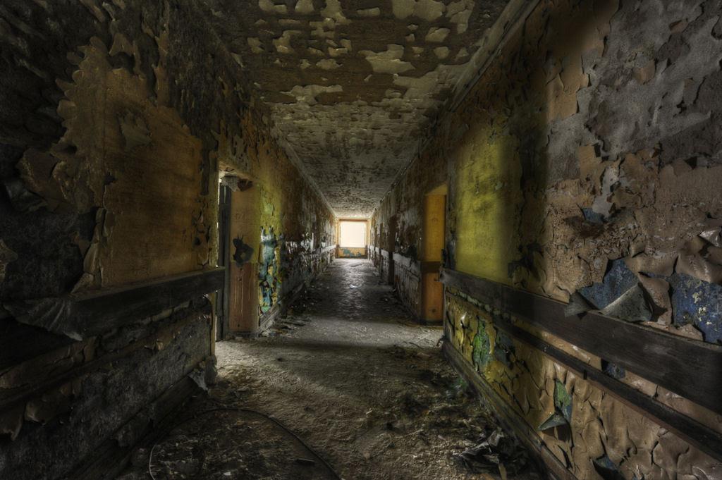 A arte do Urbex - As impressionantes fotografias de Niki Feijen 05