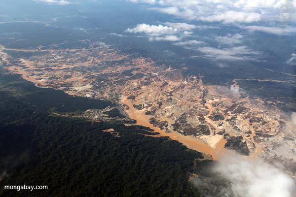 Río Huepetuhue gold mine in Peru
