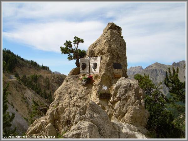 Monument Bobet - Coppi au cours de la montée du col d'izoard