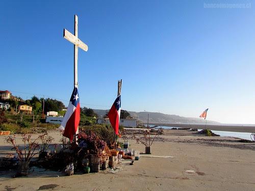 VÍCTIMAS 27F | PELLUHUE by .:: PCM, El Flickr de Chile || BANCOIMAGENES.CL :