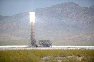 800px-Ivanpah_Solar_Power_Facility_Online