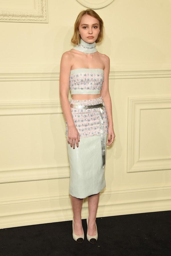 Lily-Rose Depp durante um evento de moda recente realizado em Paris (Foto: Getty Images)