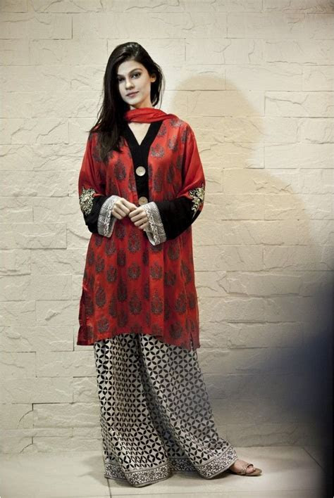 Pakistani Woman Fashion# Pakistan#   Designer: Maria.B