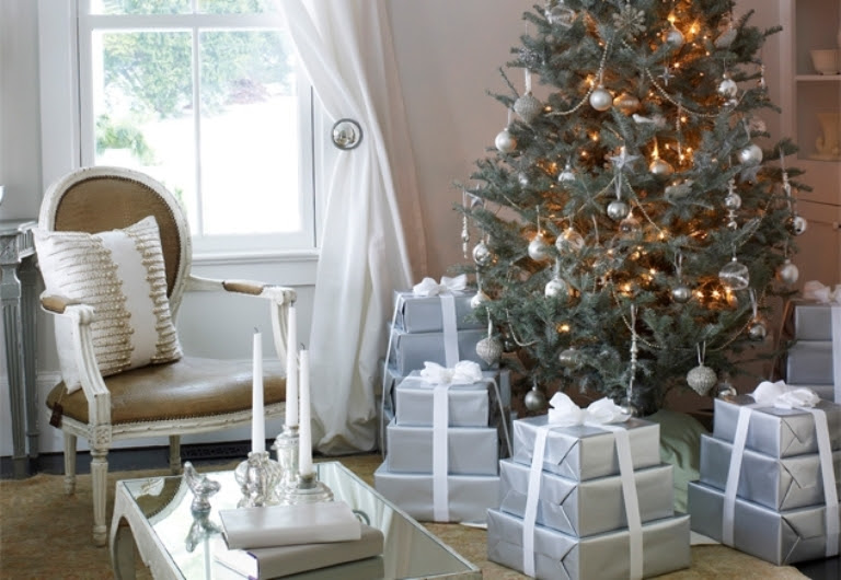30 Traditional And Unusual Christmas Tree Décor Ideas | DigsDigs