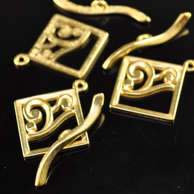 s46994 Findings - Clasp - Toggle -  Square with Curliques - Bright Gold Plated (1)