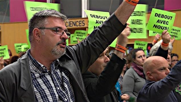 Les employés syndiqués ont exprimé leur mécontentemennt lors de l'assemblée