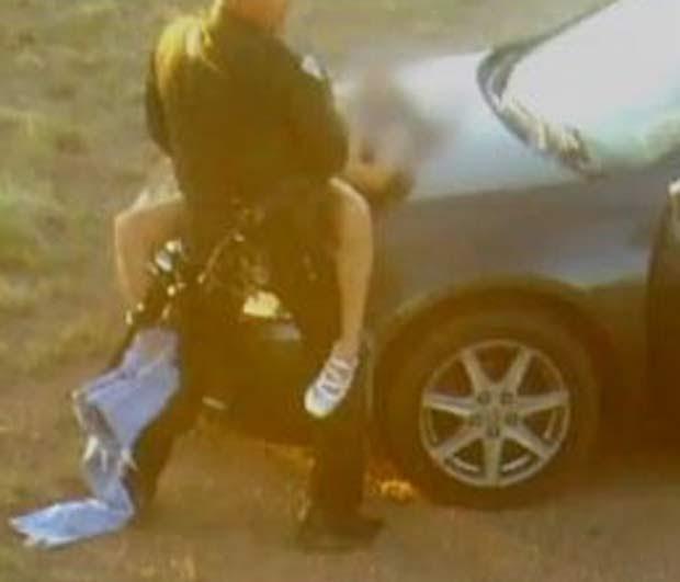 Policial é flagrado fazendo sexo sobre o capô de carro nos EUA