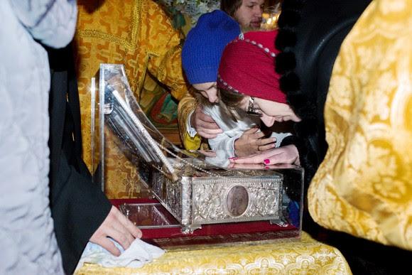 Ουρές στη ρωσία για να προσκυνήσουν τα Τίμια Δώρα