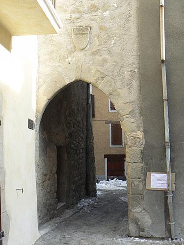 une porte d'entrée de la ville Annot.jpg