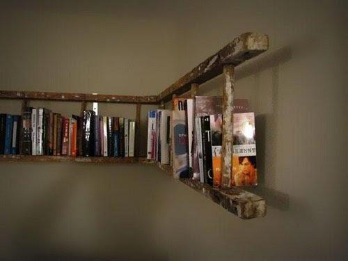 книжная полка из лестницы