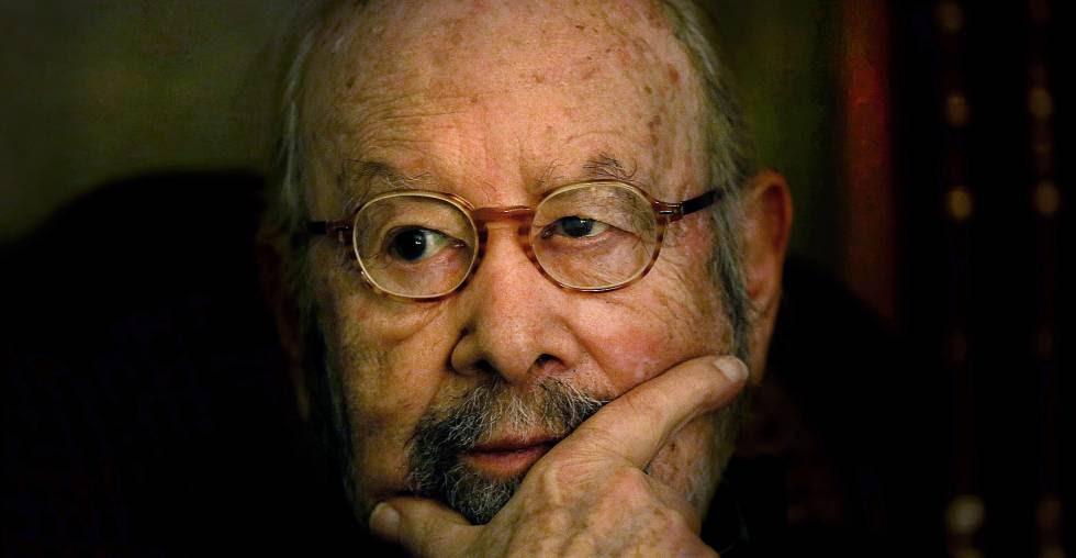 El escritor José Manuel Caballero Bonald, en su casa de Madrid (2015.)