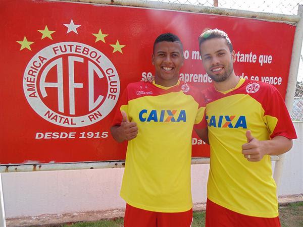 Maguinho (esquerda) e Álvaro (direita) defenderam o Tupi/MG em 2014