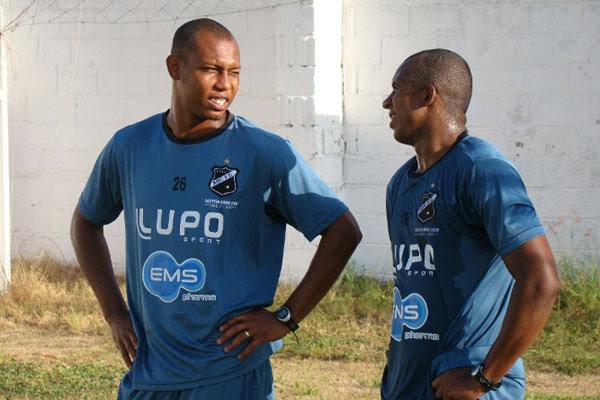 Flávio Boaventura e Carlinhos Santos estão treinando para a estreia do ABC no campeonato estadual