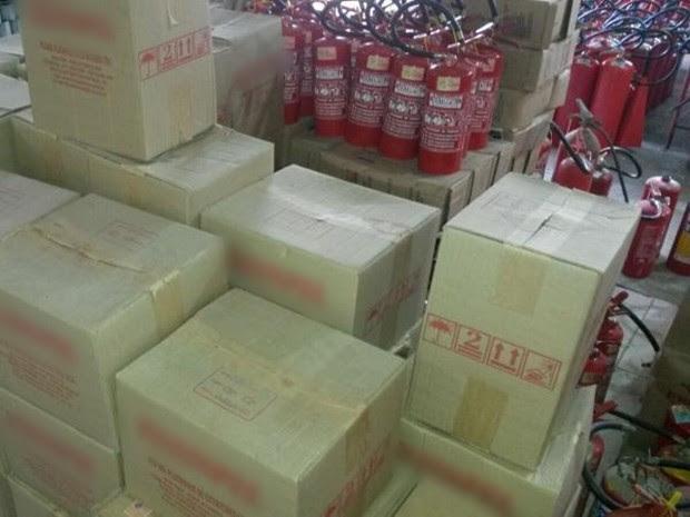 Estoque com 1 mil extintores virou 'dor de cabeça' para comerciante (Foto: Arquivo Pessoal/ Homero Cardoso)