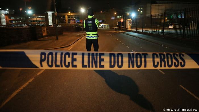 به گفته شاهدان عینی انفجاری حدود ساعت ۲۲ و سی دقیقه به وقت محلی در پایان کنسرت آریانا گرانده سالن منچستر آرنا را لرزاند.