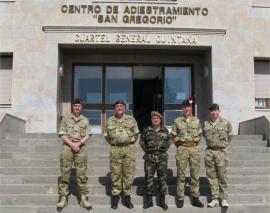 Los militares ingleses con el coronel del CENAD