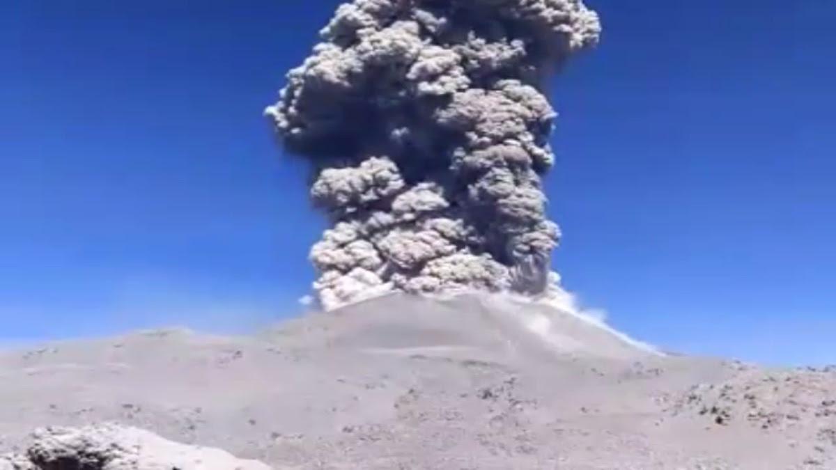 Volcán Sabancaya.