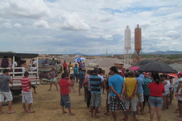 Agricultores acampados reclamam que não há calendário para reassentamentos e indenizações