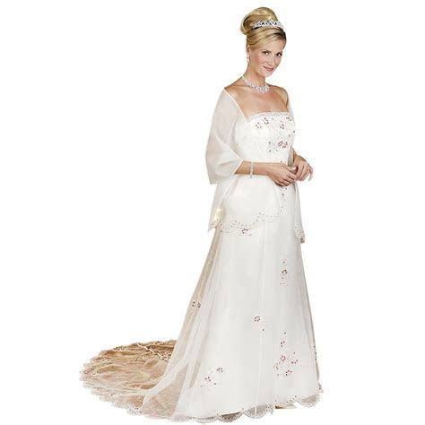 Wedding dresses for women over 50 years old: Pictures