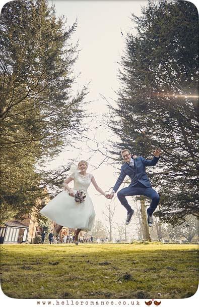 Fun wedding photo - www.helloromance.co.uk