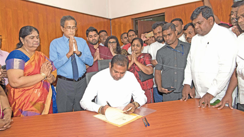 Newly appointed Indigenous Medicine State Minister Piyankara Jayaratne assumed duties at his Ministry yesterday, while the Ministry Secretary P.S.M. Charles and other officials look on.