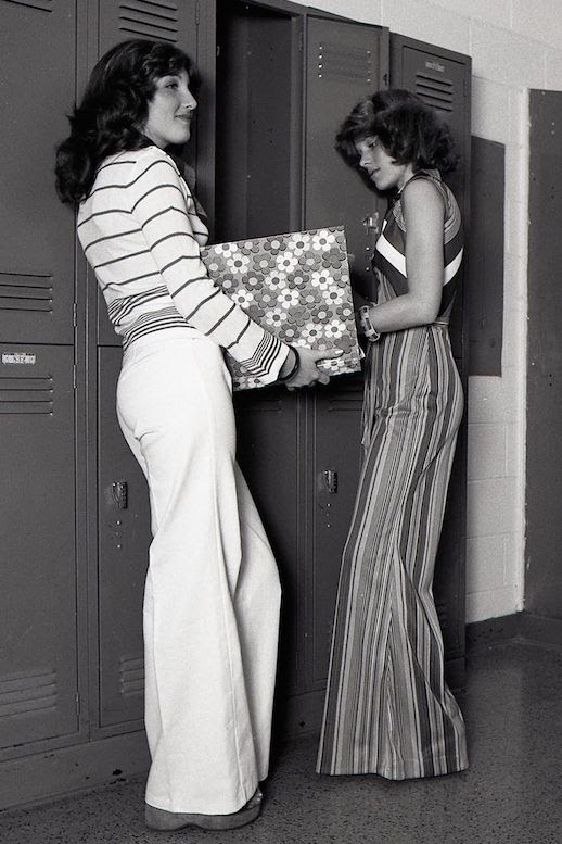 Le Fashion Blog 1970s 70s Street Style Vintage Photos Flared Pants Wide Leg Bell Bottoms Stripes Via Tres Blase photo Le-Fashion-Blog-1970s-70s-Street-Style-Vintage-Photos-Flared-Pants-Wide-Leg-Bell-Bottoms-Stripes-Via-Tres-Blase.jpg