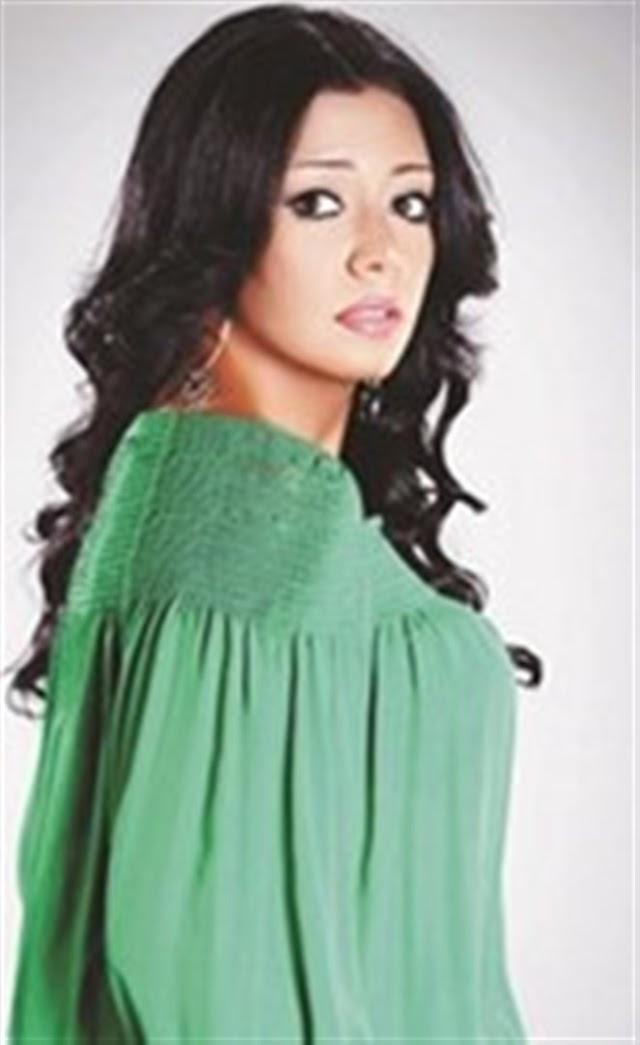 تحذير رانيا يوسف من السفر إلى إندونيسيا!
