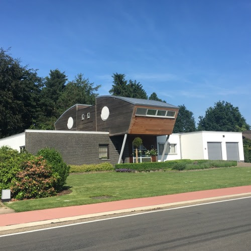 It's uglybelgianhouses mating season