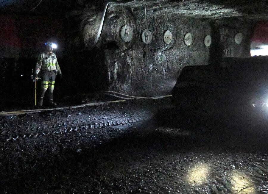 http://media.npr.org/assets/img/2016/01/11/2016-01-06-kentucky-coal-mining-0164edit_custom-ea44363852e51ff7c9488c89834380e2973b7766-s900-c85.jpg