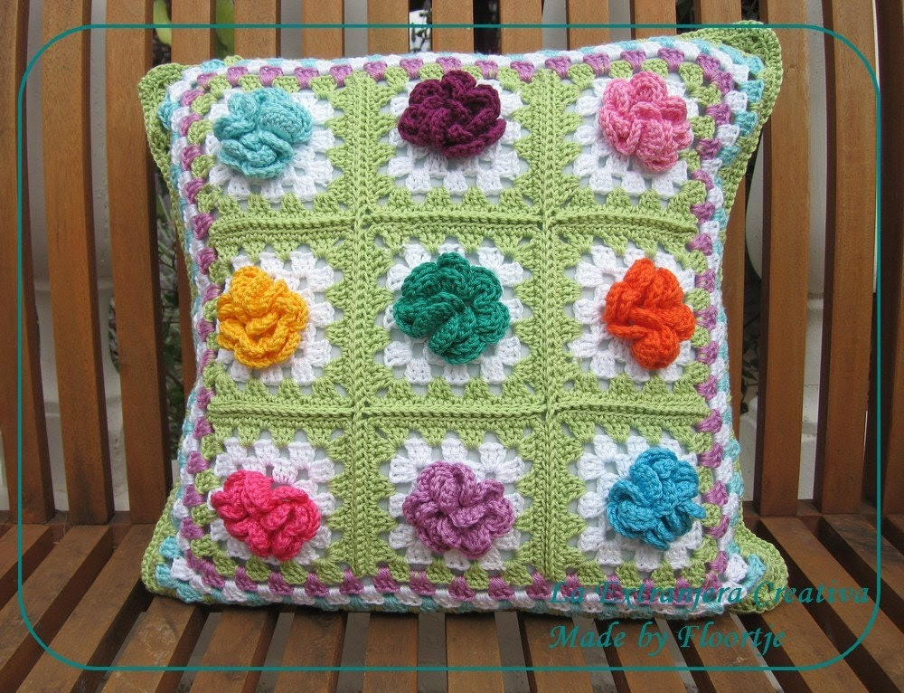 Granny Square Flower cushion 'Spring' - LaExtranjeraCreativa