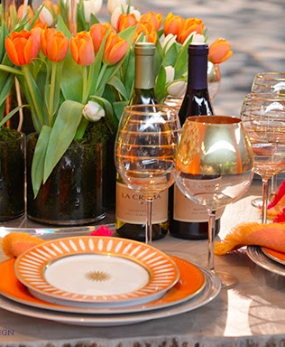 Shades of orange for tabletop design when entertaining. Love.
