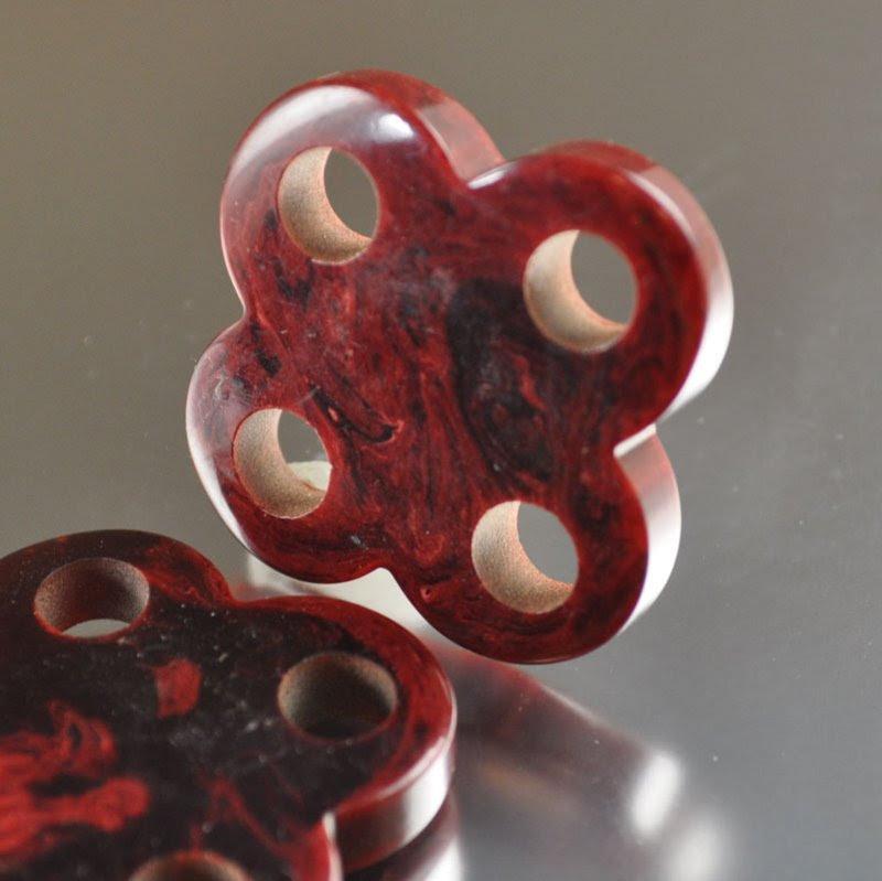 s36710 Vintage Bakelite - 4 Hole Cloverleaf Link - Mahogany (1)