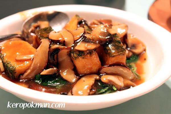 Bean Curd with assorted mushrooms and spinach